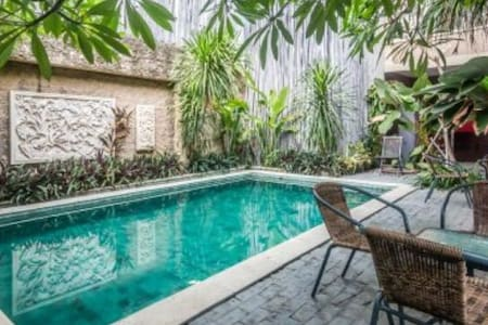 Hotel Low Budget In Kuta - Kuta - Boutique hotel