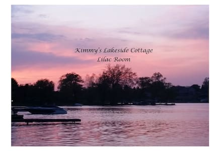 Kimmy's Lakeside Cottage - Lilac Room