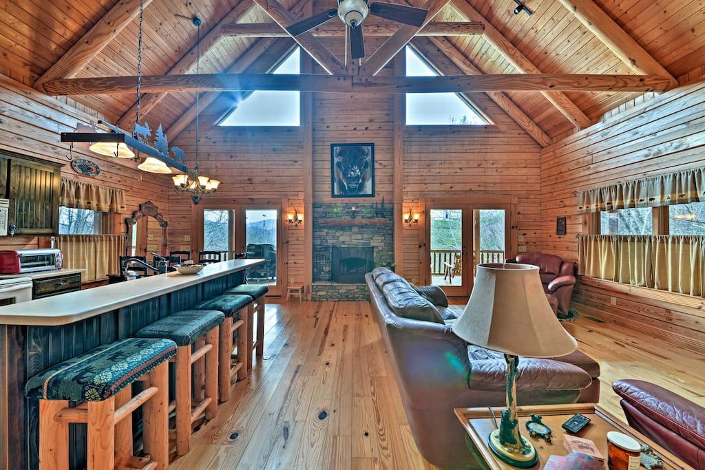 The property comfortably accommodates 12 guests throughout 3,000 square feet.