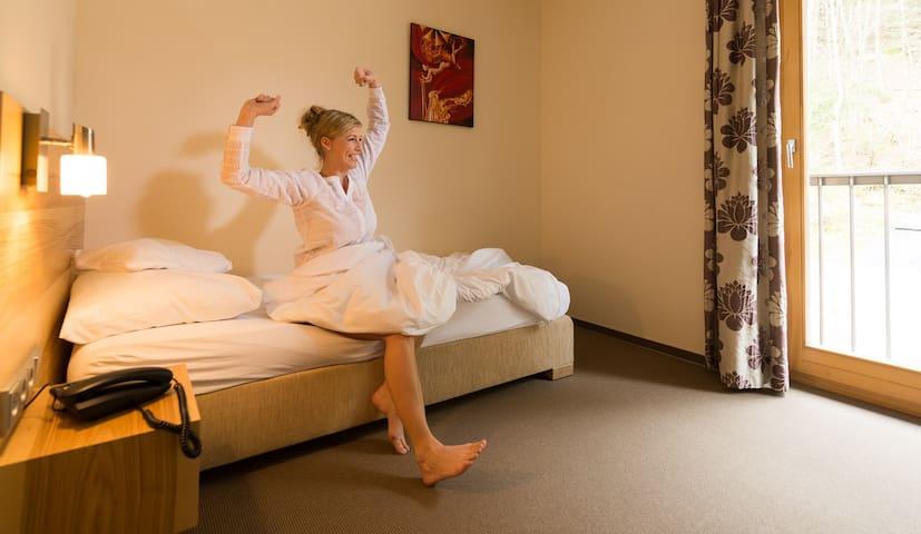 Thula Wellnesshotel Bayerischer Wald (Lalling), Einzelzimmer zur Waldseite