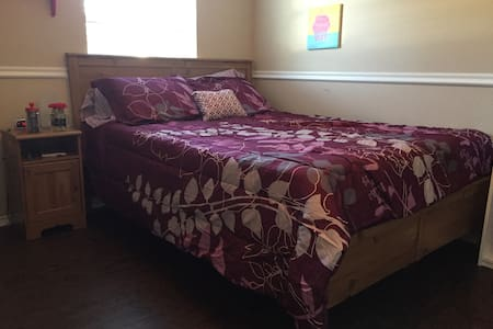 Cozy rooms to rest at between adventures in Denton - Denton - Dom