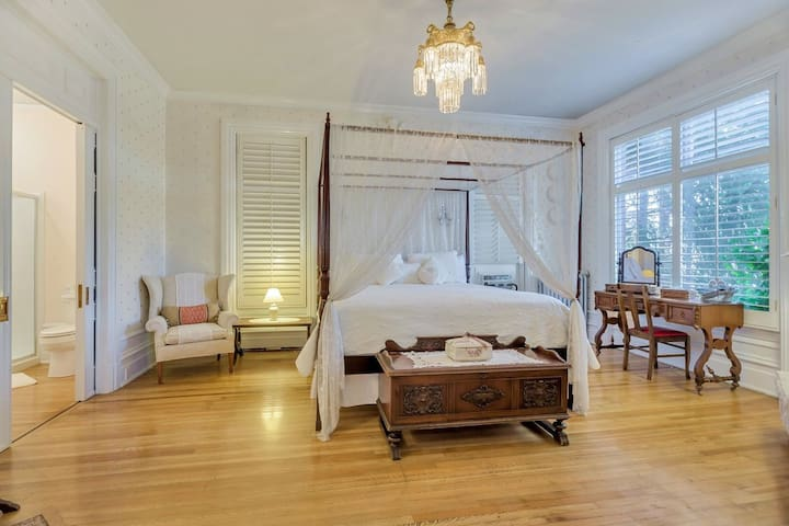 Ellerbeck Mansion Bed & Breakfast - Winter Dreams Room.