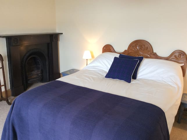 Back Wing - Double bedroom with sea views