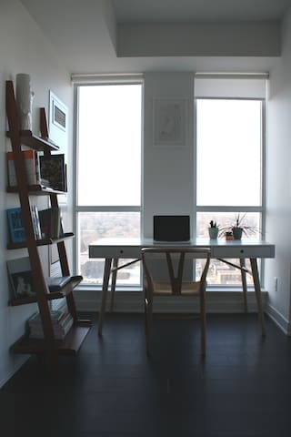 Cozy, artistic 1+den in the heart of Leslieville - Toronto - Apartamento