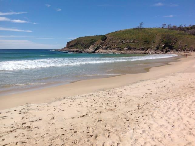 Semi secluded near beach hideaway - Grassy Head - Huis