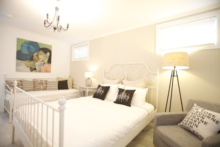 Independent Ensuite Room 3 stops to city - Footscray - Maison
