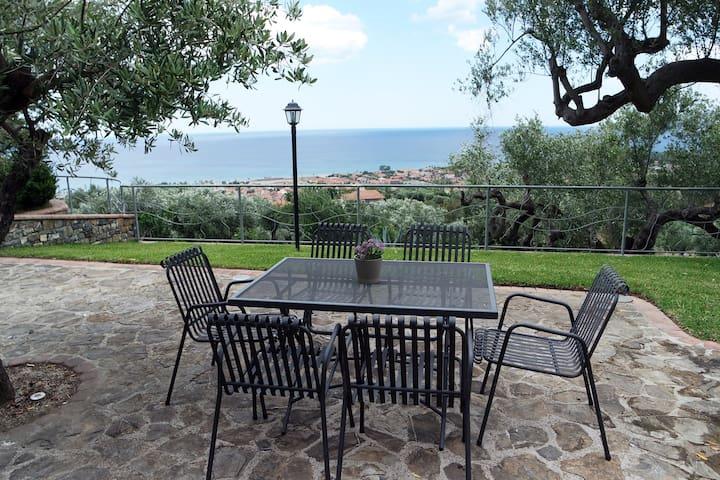 Grazioso appartamento in villa ad Ascea, 5 ospiti