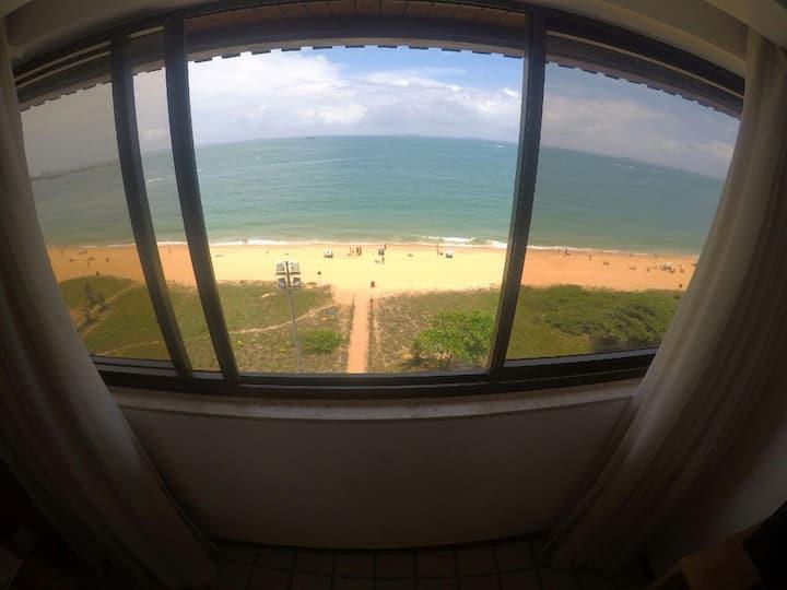 100% de frente pro mar azul da Praia da Costa