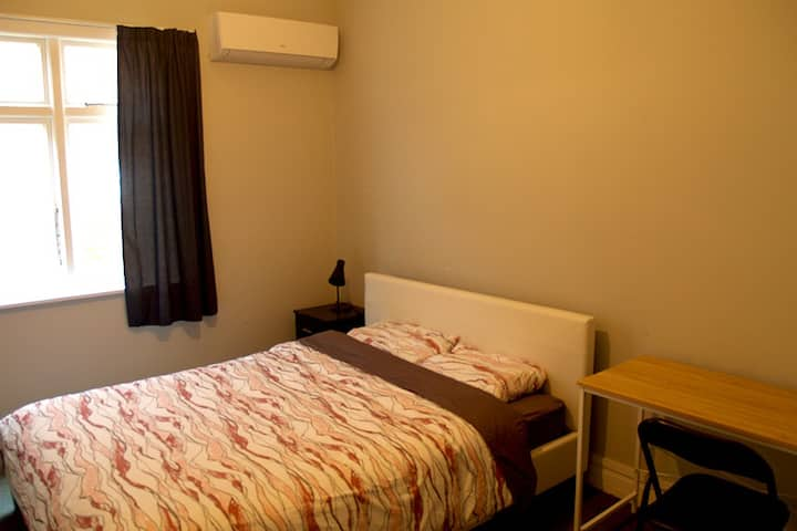 Spacious room with Queen bed, TV and heat pump