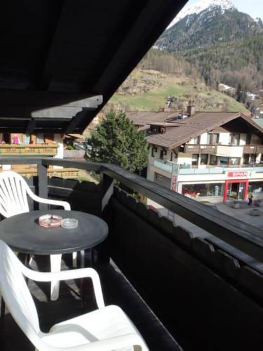 Sehr sonniger Balkon