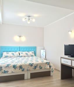 White rose spacious double room - Burgas - Maison