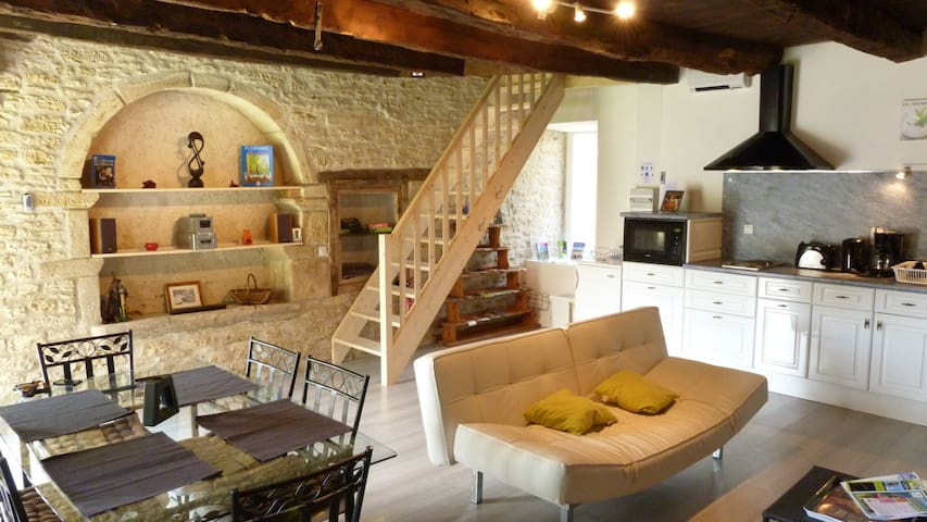 Gite Les Faluns Self Catering or B and B Dinan - Tréfumel - House