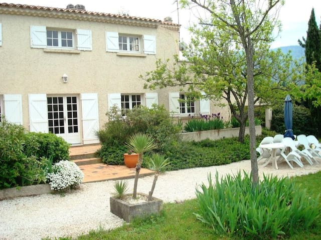 Wonderful Villa proche Bandol (20mn)