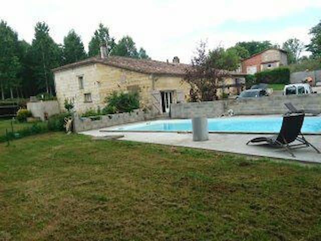 Chambre chez l'habitant piscine - Arveyres - Casa