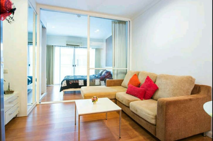 Modern&Lively 1BR,5mins to BTS and MRT