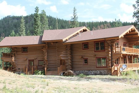 Centrally Located Log Home - Hill City - Dom