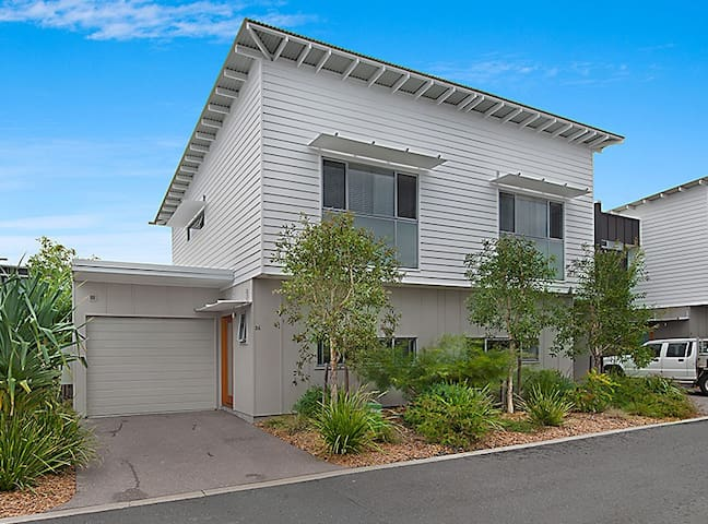 Modern Beach Shack Townhouse - Mount Coolum - Apartemen