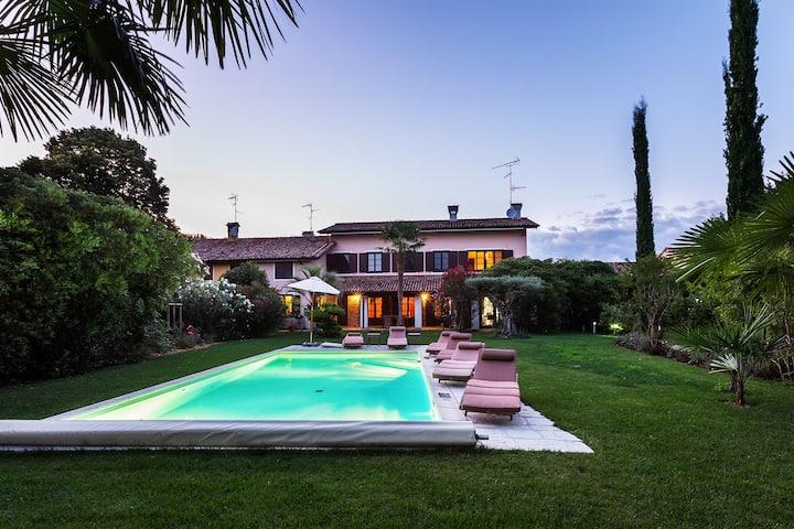 Apartment in großzügiger Villa mit Pool und Garten