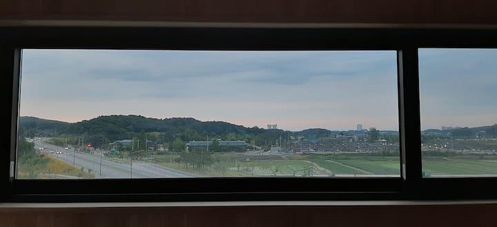 쉼 하우스 /오죽헌/ 탁트인 전망좋은 신축 공간 / 교동택지3분 /경포대 5분/주문진10분
