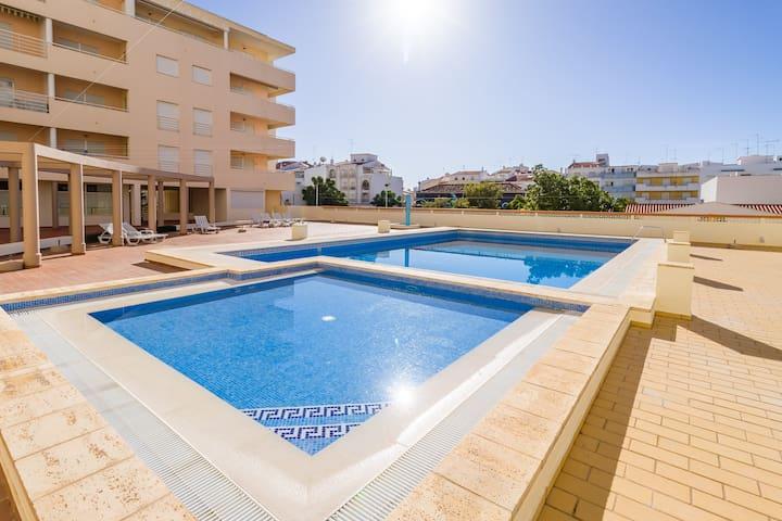 Apartment Barata mit Pool
