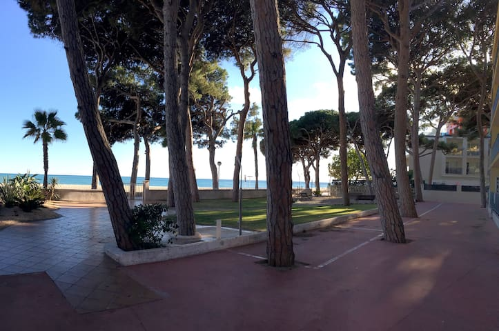 Sunny seafront apartment + parking - Cambrils - Apartment