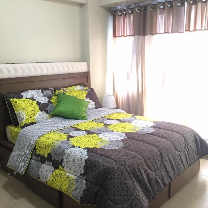 queen size Bed and extra Matress