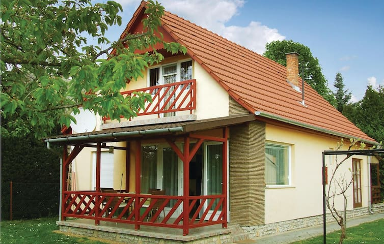 Semi-Detached with 2 bedrooms on 60 m² in Fonyód-Ligeet