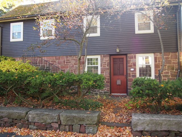 Charming New England Cottage - Farmington - Hus