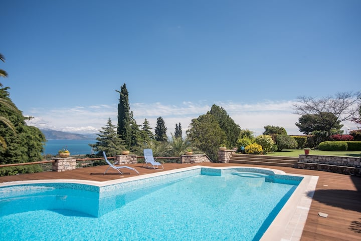 One floor villa with sea view&shared pool