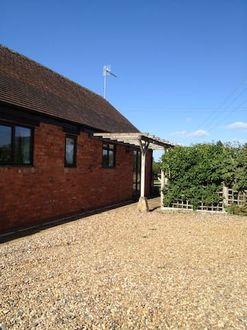 Pool Meadow Cottage - Honington - Bungalow