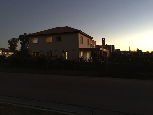 Casa pileta ba Las Liebres Tortugas - Buenos Aires - House