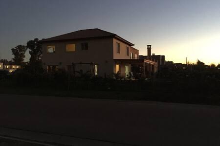 Casa pileta barrio las liebres - 부에노스 아이레스