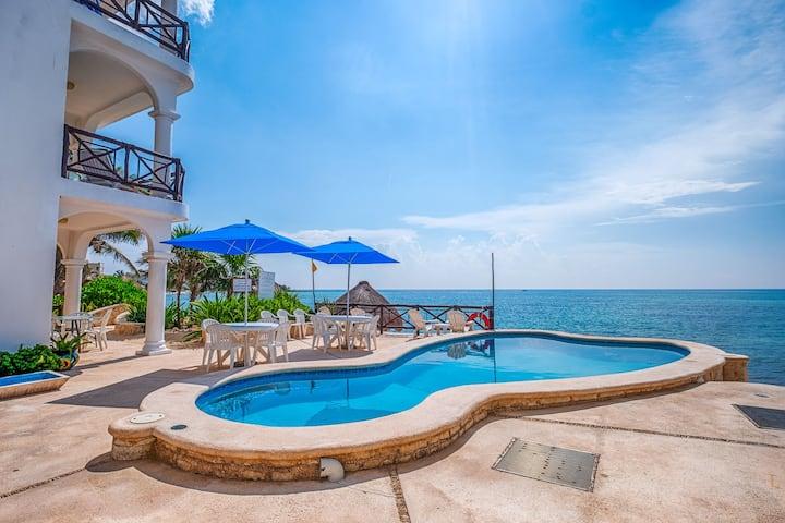 Affordable Stylish Studio!  Beach and Pool!
