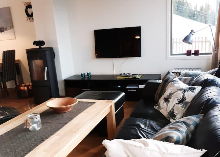 Koselig leilighet helt inntil Kjusbakken. 69m2