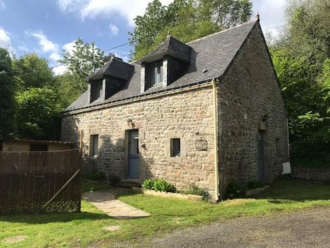 Maisonnette bretonne en campagne, calme & confort
