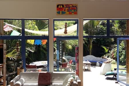 Stunning Coro Bach + free breakfast - Bedroom #1 - Waikawau - 一軒家