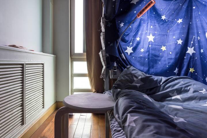 798艺术区内高级公寓|双人间下铺位|24小时热水|紧挨地铁14号线望京SOHO酒仙桥三里屯机场商圈