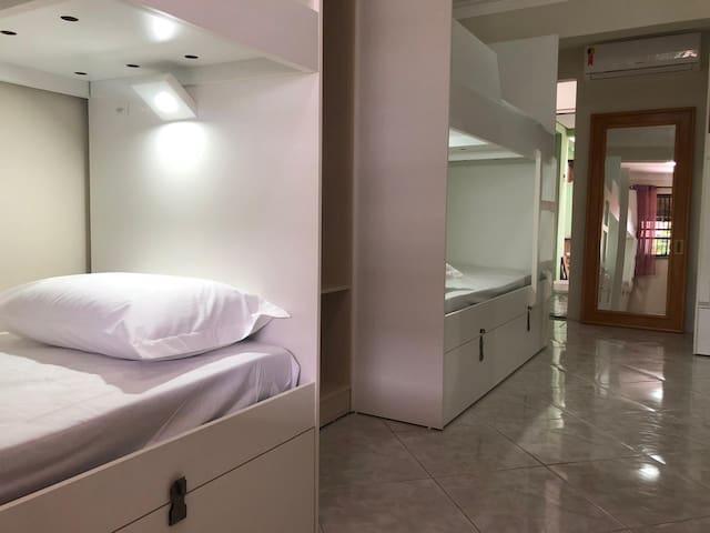 Quarto Compartilhado Feminino Dax Bombinhas Hostel