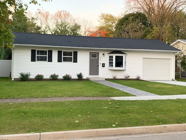 4 bedroom, 2 Bathroom &1 Car Garage in Sycamore IL