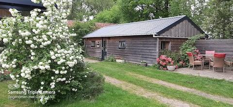 tuinhuisje, wc/douche, hottub en sauna en Wi-Fi