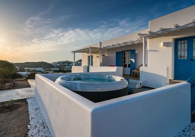 Cycladic Sea View Suite with hot tub
