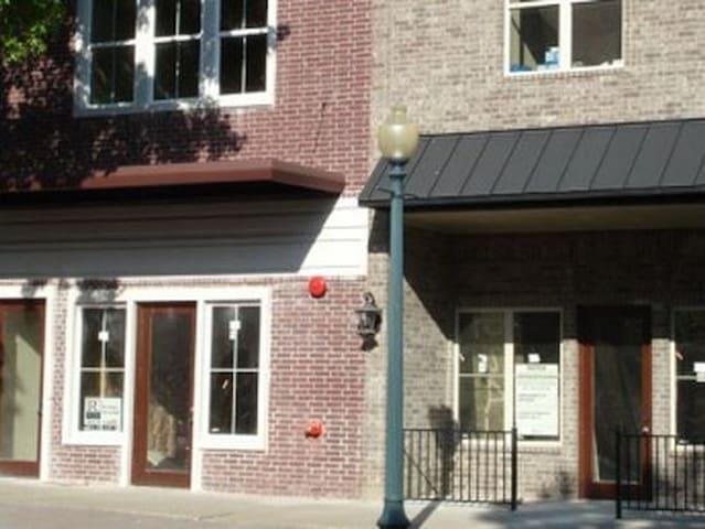 Private Downtown Condo - (3 Blocks from Magnolia!)