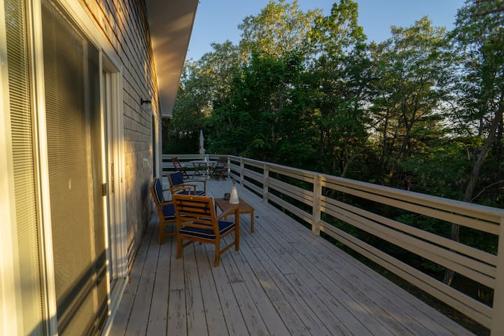 Cottage for 12 – central A/C, 0.5 mile to beach