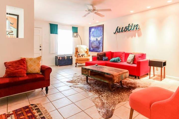 Heart of Austin Condo! Walk to ACL/Barton Springs! - Austin - Condominium