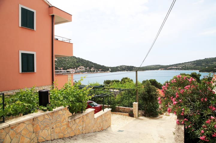 Apartment Narcis 1 with sea view - Tisno - Daire