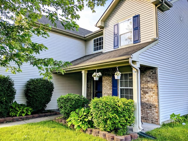Vast 2 Story Home with Great Location!