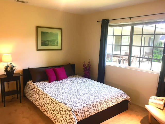 Spacious room within walking distance of LLUMC - Loma Linda