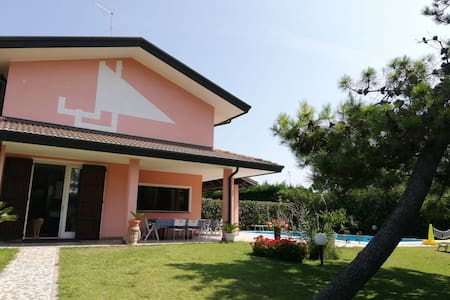 House 'Albarella' for 8 persons with swimmingpool