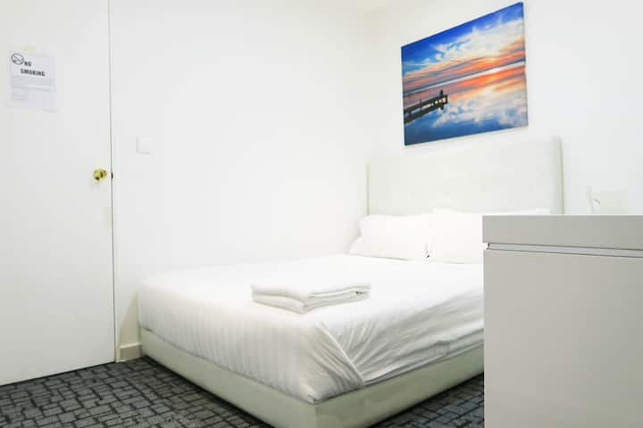 Central Comfy room Suite/ WIFI@ City/Somerset Area