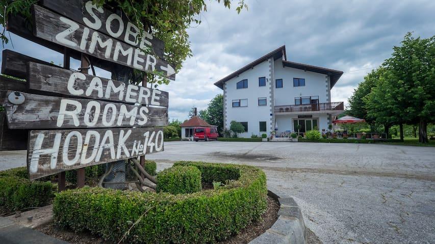 Guesthouse Hodak - Rakovica - House